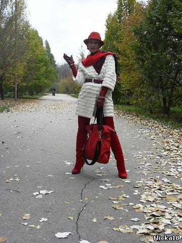 сумку, с чем носить белое пальто.